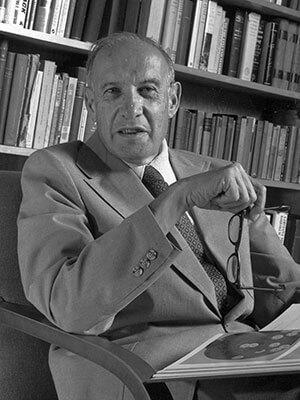 ピーター・ドラッカーの写真(Peter F. Drucker, padre de la administración moderna. Author:Jeff McNeill)