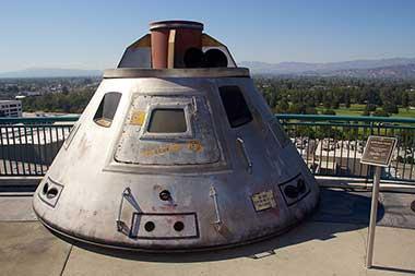 映画で使われた「アポロ13」の機体 Universal Studio tour, Universal Studios, Hollywood. Photograph by Mike Peel (www.mikepeel.net).