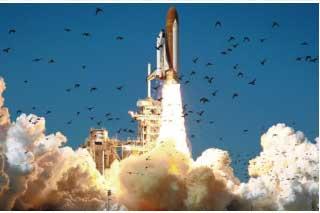 発射されるチャレンジャー号 Photo montage of the Space Shuttle Challenger disaster. Galdrad