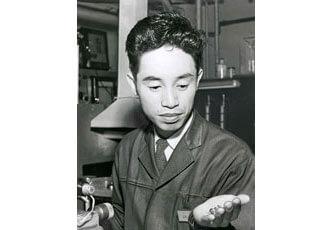 ノーベル賞受賞者 江崎玲於奈の自画像写真